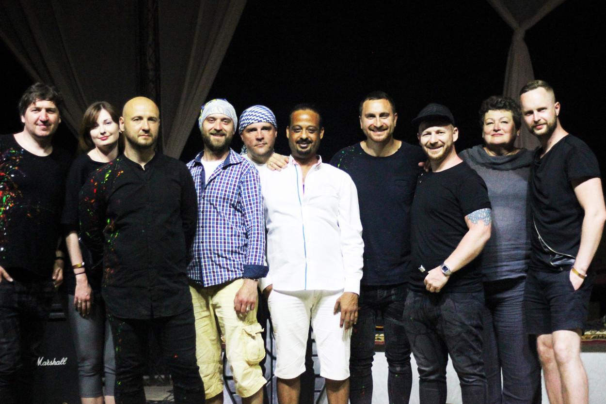 СКАЙ дали концерт в пустелі_11