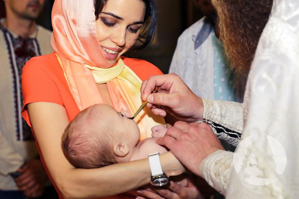 ирина иваницкая крестит сына юрия  фалесы александра