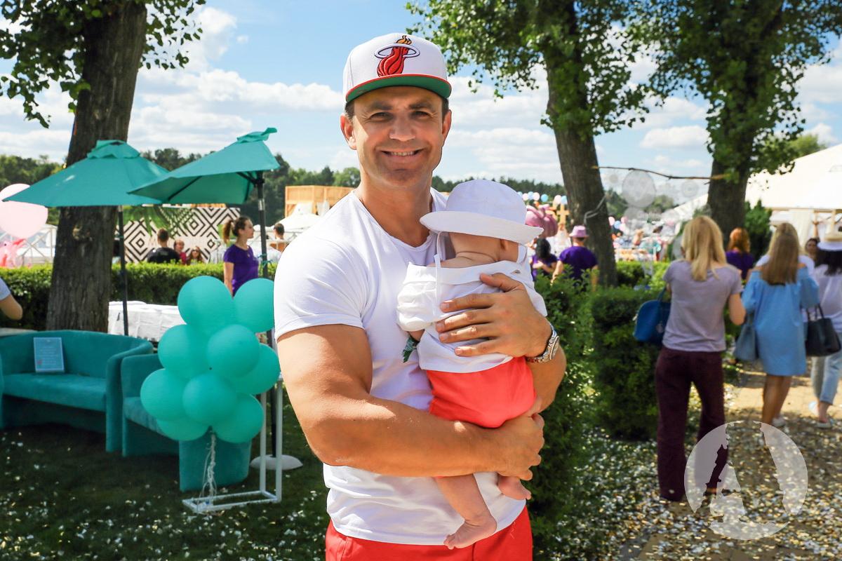 фото Николай Тищенко с сыном на Flamingo Pool Party2