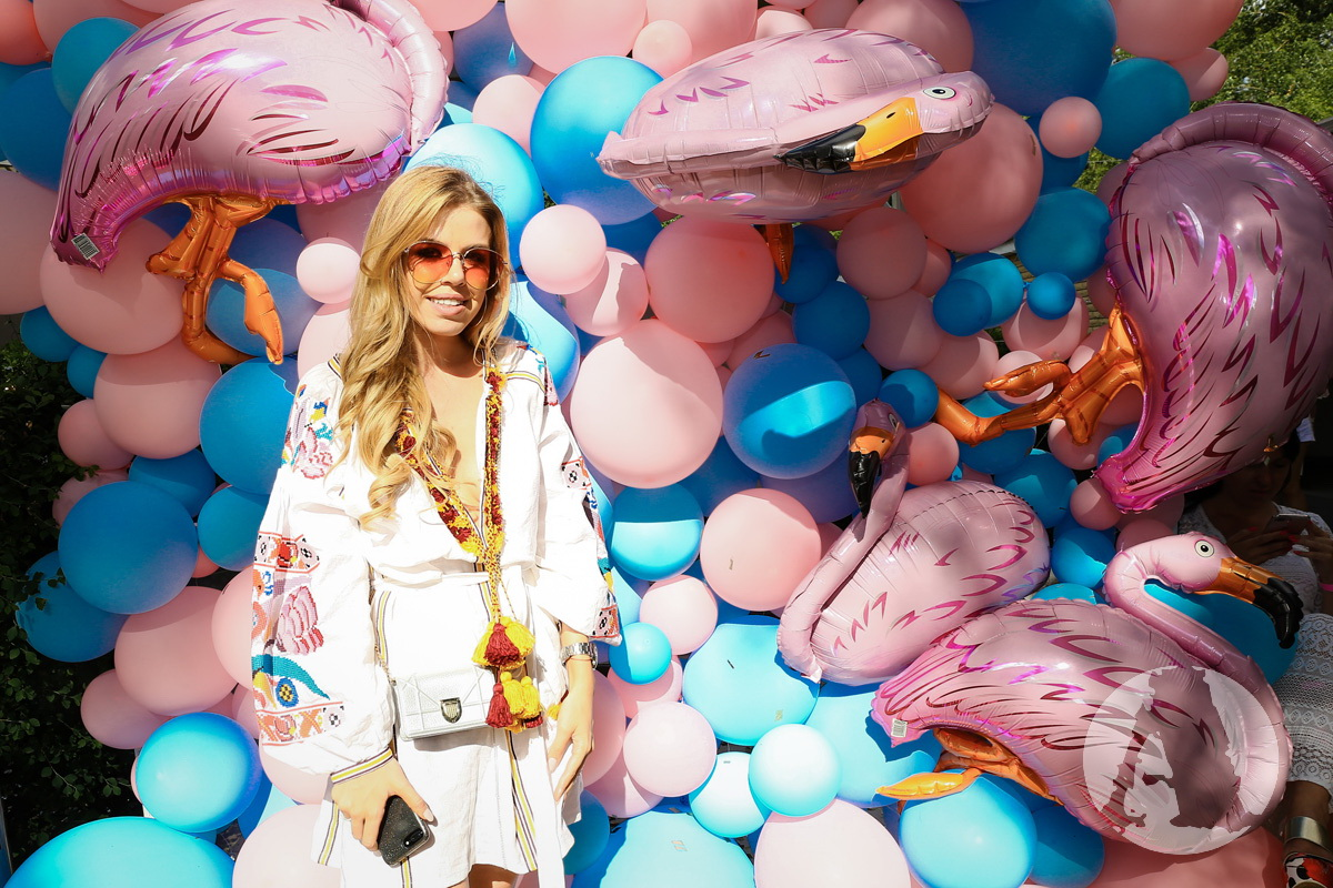 Алиса Хомер на девичнике Flamingo Pool Party2