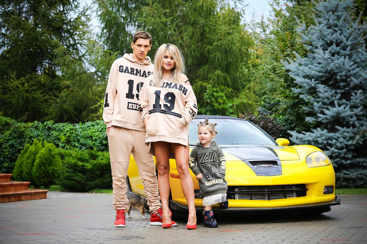 Денис Гармаш с супругой  Снежаной Гармаш и дочкой
