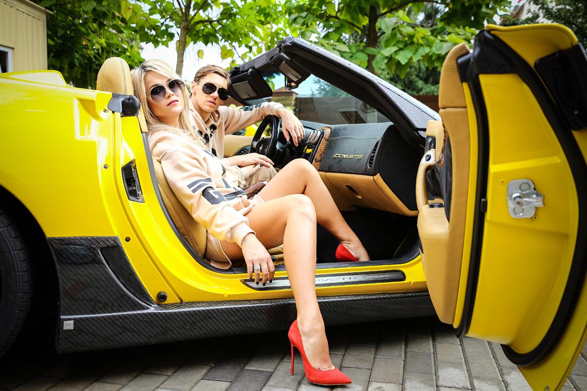 Денис Гармаш и Снежана Гармаш в автомобиле фото