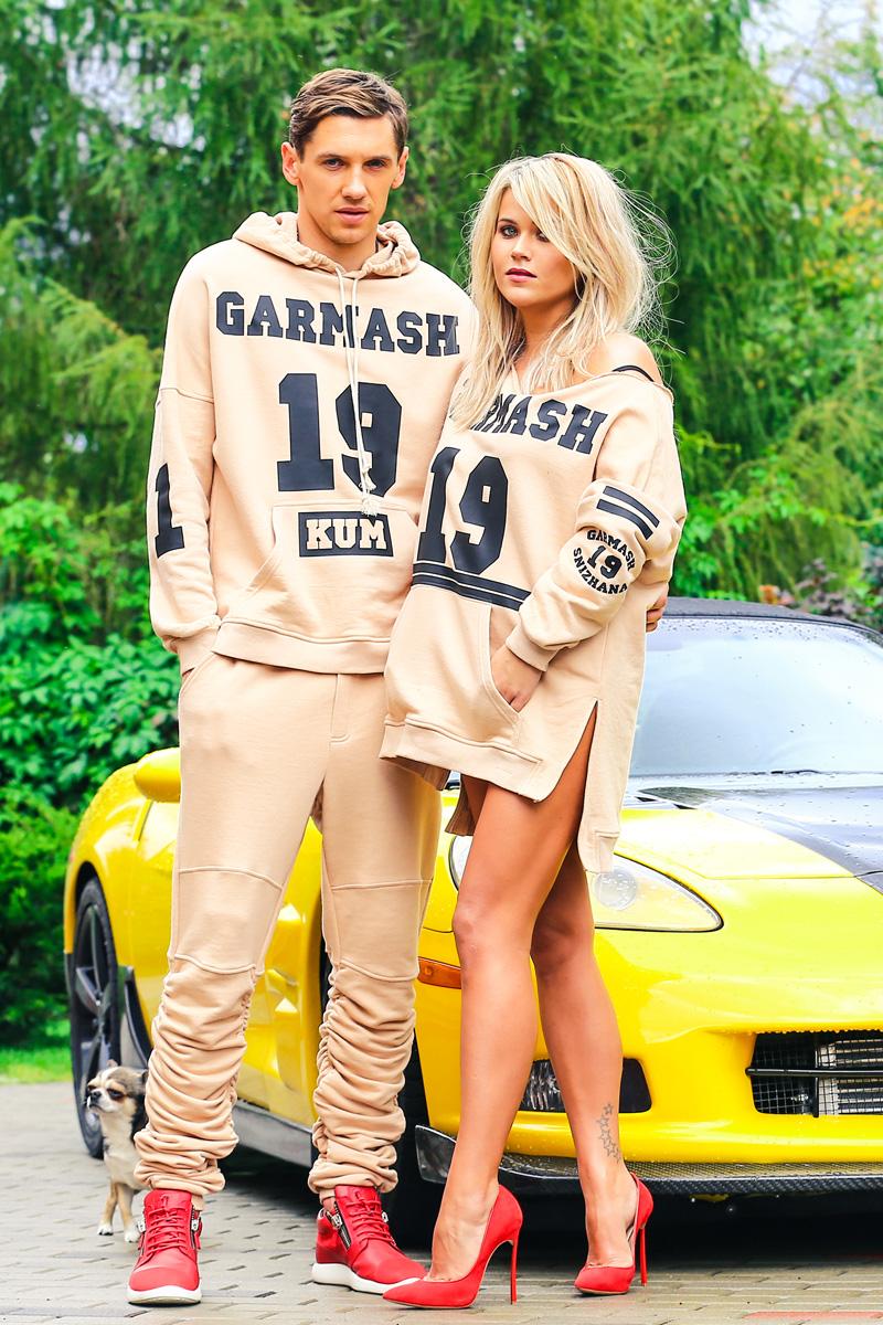 Снежана Гармаш и Денис Гармаш у автомобиля фото