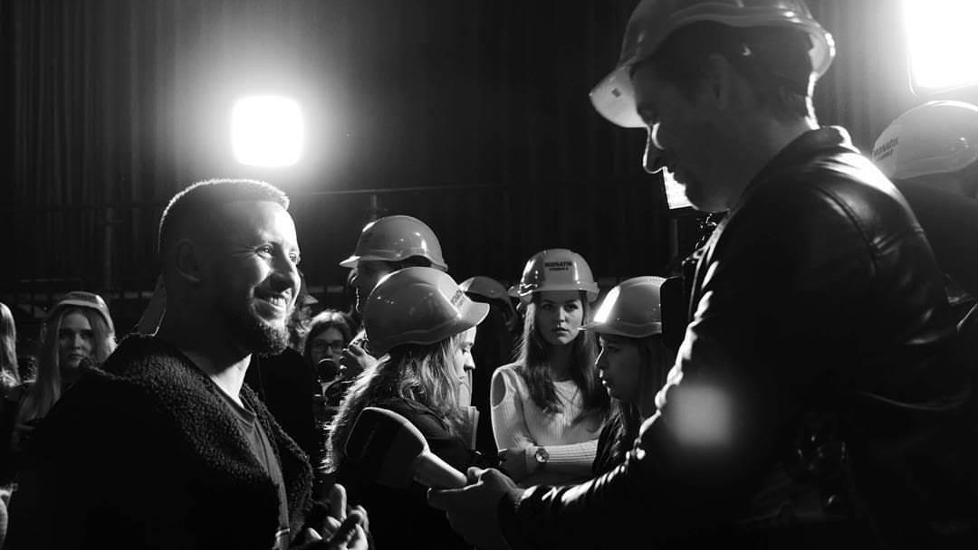 monatik общается с журналистами фото