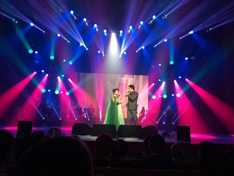 Влад Сытник и Роза Рымбаева выступление в Октябрьском дворце фото