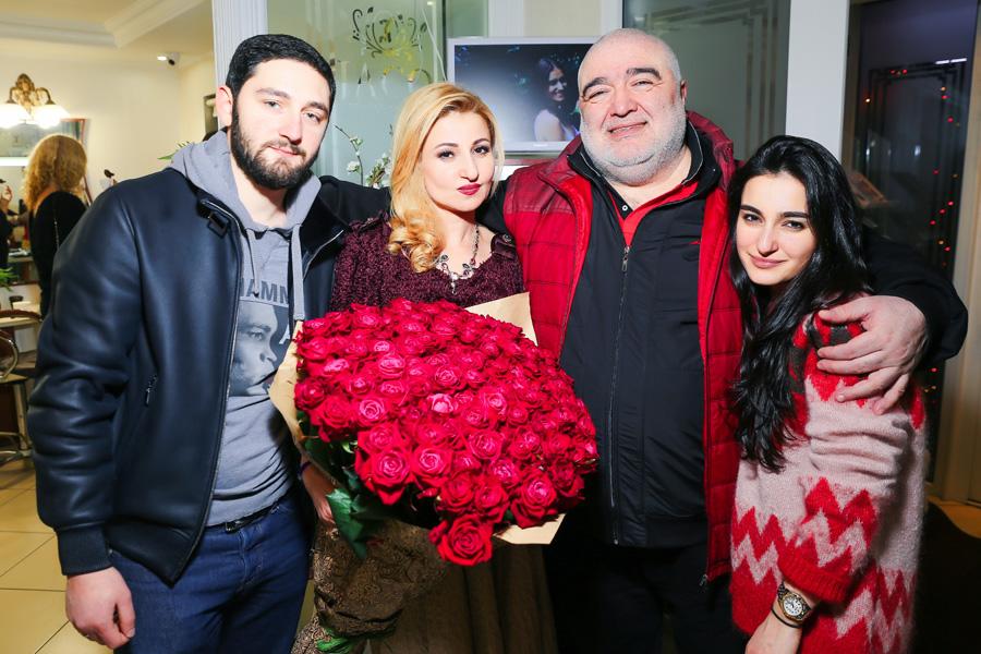"Владелица салона ""Jaco""- Жанна Арутюнова с семьей фото"