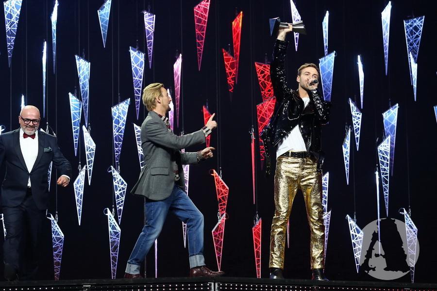 фото Алан Бадоев поздравляет Макса Барских с победой на M1 Music Awards