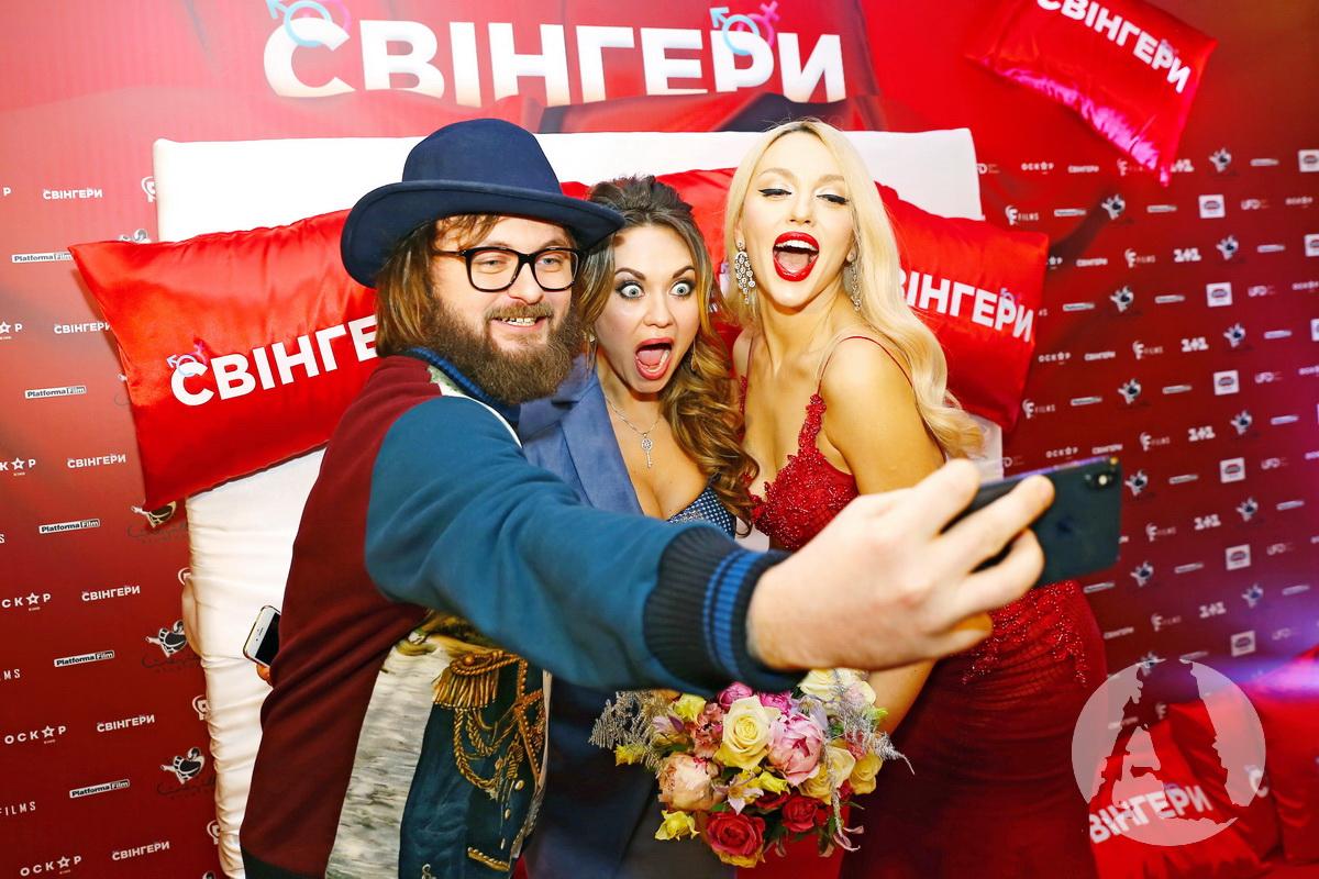"dzidzio, анна саливанчук, оля полякова на премьере ""свингеров"""