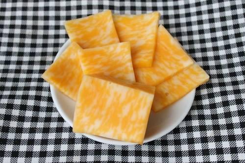 сыр нарезанный ломтиками фото