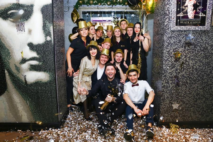 """фото коллектива ресторана """"тургенеф"""" в новогоднюю ночь"""