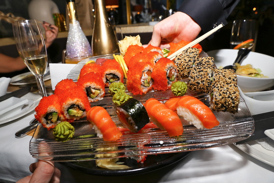блюдо с суши ресторан тургенеф фото