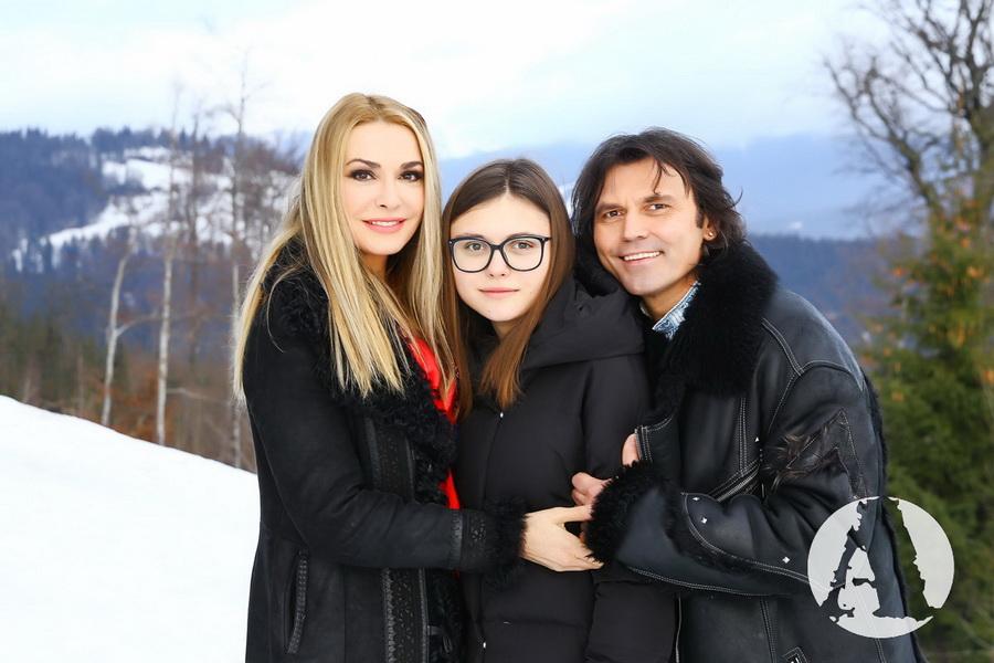 Ольга Сумская, Виталий Борисюк и Аня Борисюк на Рождество в Карпатах фото