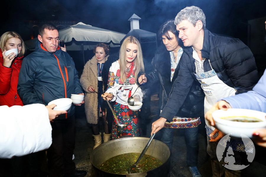 Рождественские угощения от знаменитостей на фестивале Winter Romantik Fest фото