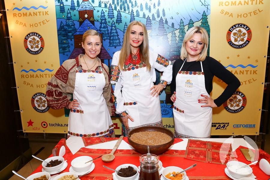 Ольга Сумская, Тоня Матвиенко, Наталья Бучинская приготовили кутю фото