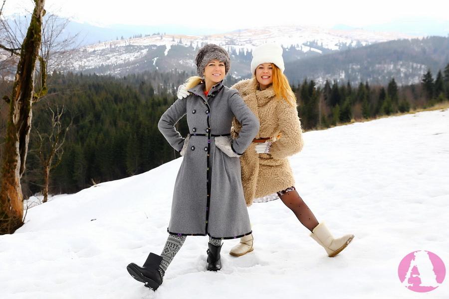 Татьяна Гончарова и Тоня Матвиенко в Карпатах на Рождество Христово фото