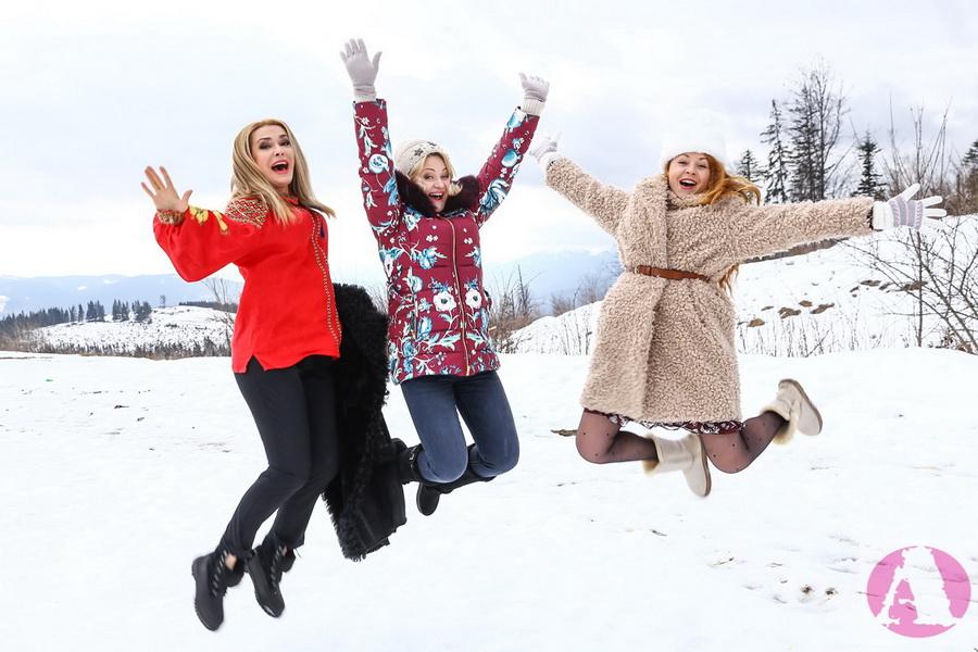 Ольга Сумская, Татьяна Гончарова и Наталья Бучинская веселятся в Капатах фото