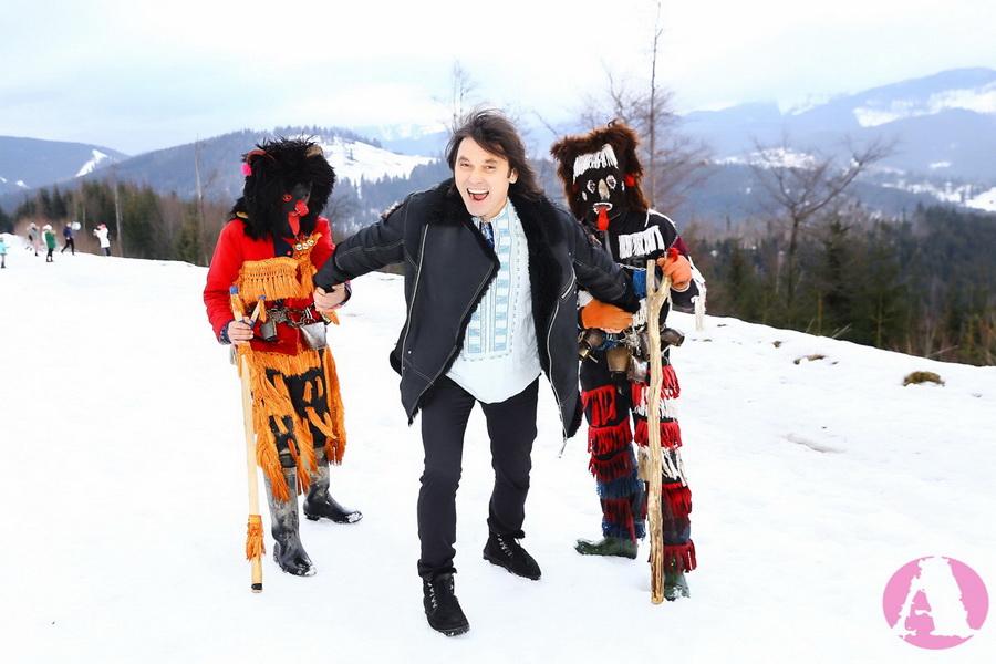 Виталий Борисюк сражается с рождественскими чертями фото