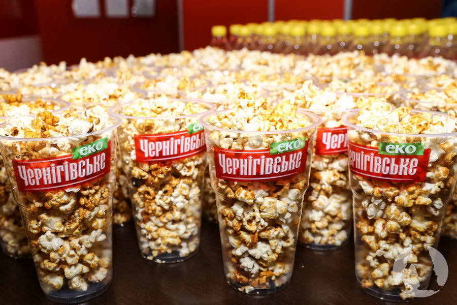 попкорн в стаканчиках пива Черниговского фото