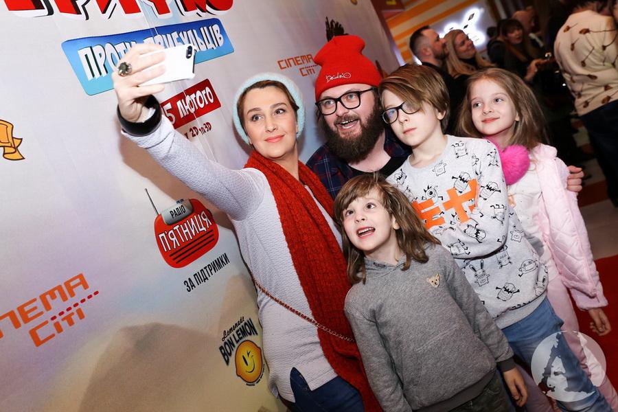 фото селфи перед премьерой Снежана Егорова с детьми и DZIDZIO