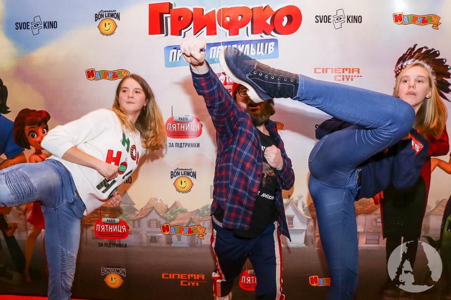 """фото DZIDZIO в роли каратиста перед премьерой """"Грифко проти прибульців"""""""