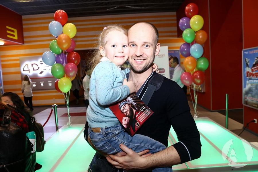 """фото Юрий Великий (Братья Шумахеры) c дочерью на премьере """"Грифко проти прибульців"""""""